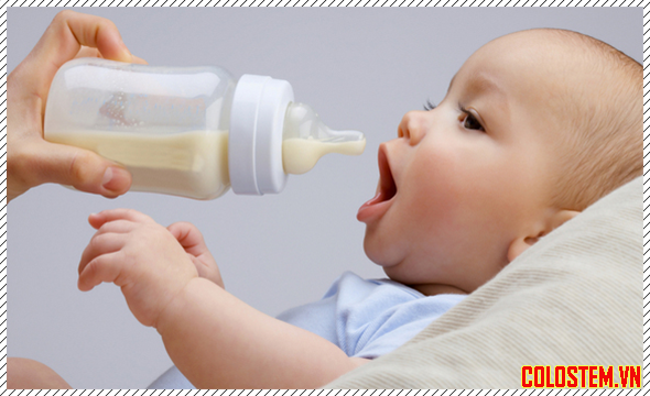Bé bú sữa non alpha lipid