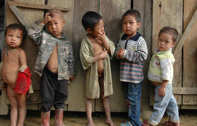 Trẻ em thiếu quần áo mặc