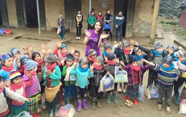 Ủng hộ trẻ em nghèo