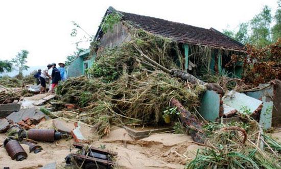 Thiệt hại nặng nề sau bão lũ miền trung
