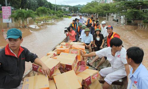 Hàng cứu trợ bão lũ miền trung