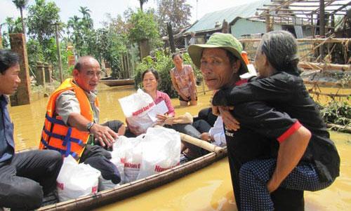 Cứu trợ bão lũ miền trung